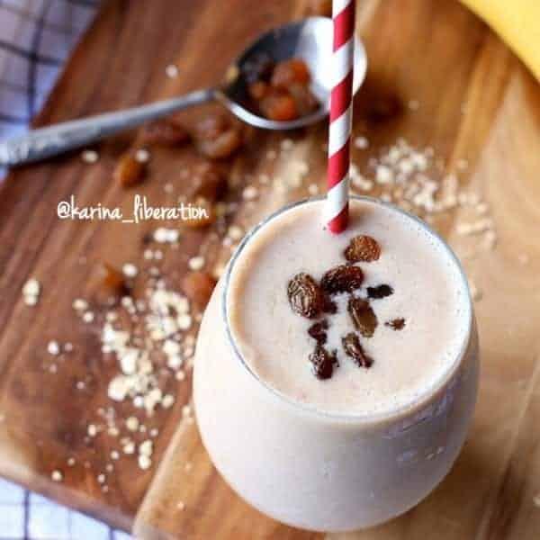 Oatmeal Raisin Cookie Smoothie - Cafe Delites