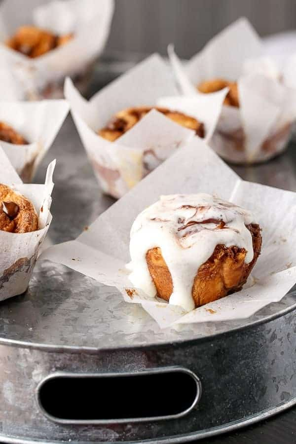 No Yeast Choc Chip Cinnamon Rolls | https://cafedelites.com