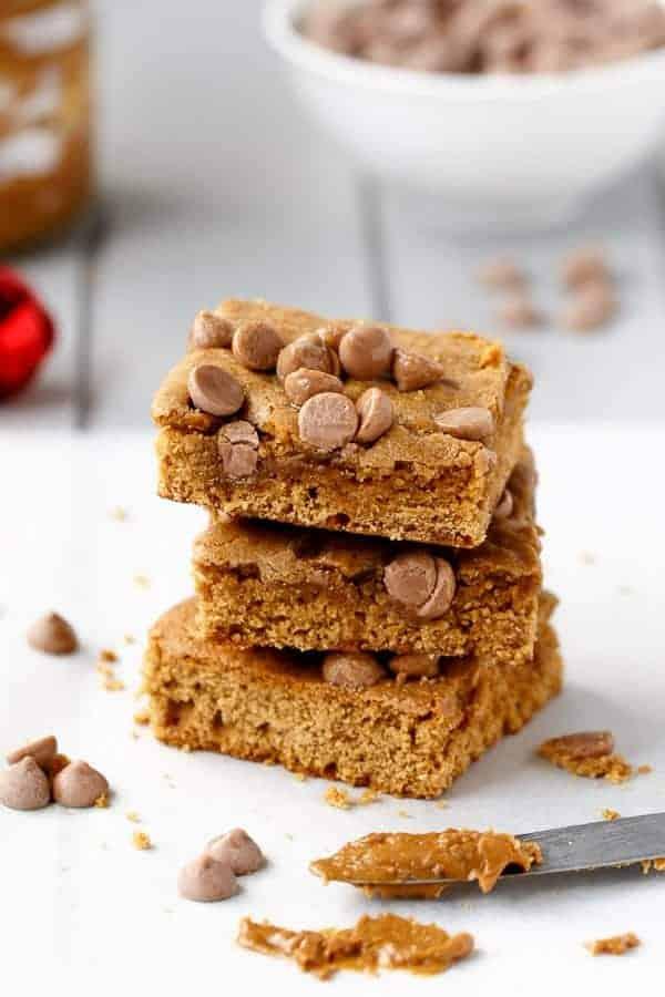 Cookie Butter Gingerbread Caramel Chip Blondies on https://cafedelites.com