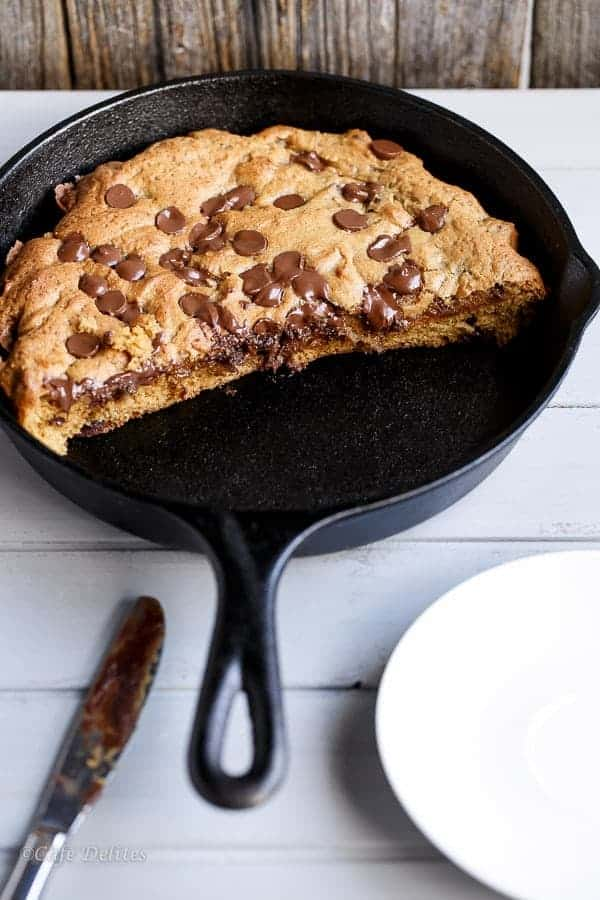 Nutella Stuffed Deep Dish Chocolate Chip Skillet Cookie (Pizookie ...