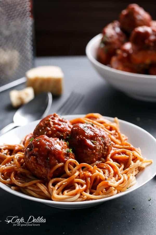 Turkey Pesto and Garlic Meatballs | https://cafedelites.com