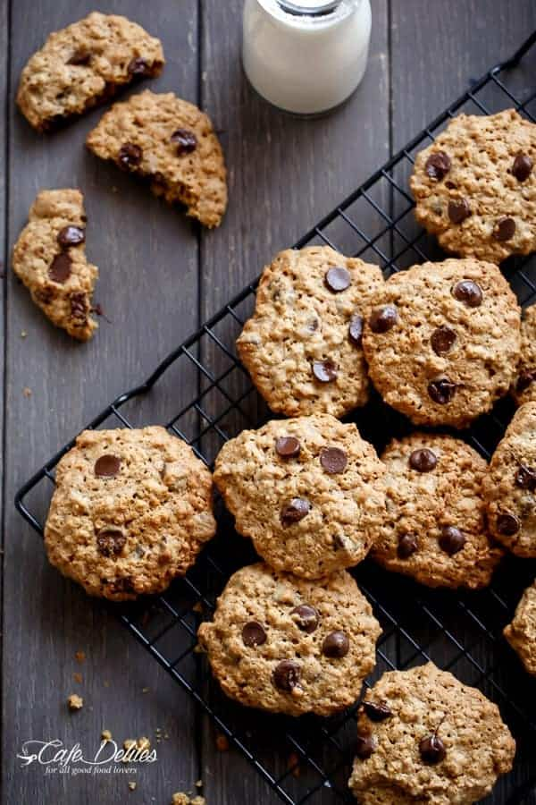 Flourless Oatmeal Peanut Butter Chocolate Chip Cookies | https://cafedelites.com