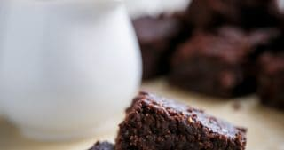 Fudgy Flourless Hazelnut Brownies | http://cafedleites.com