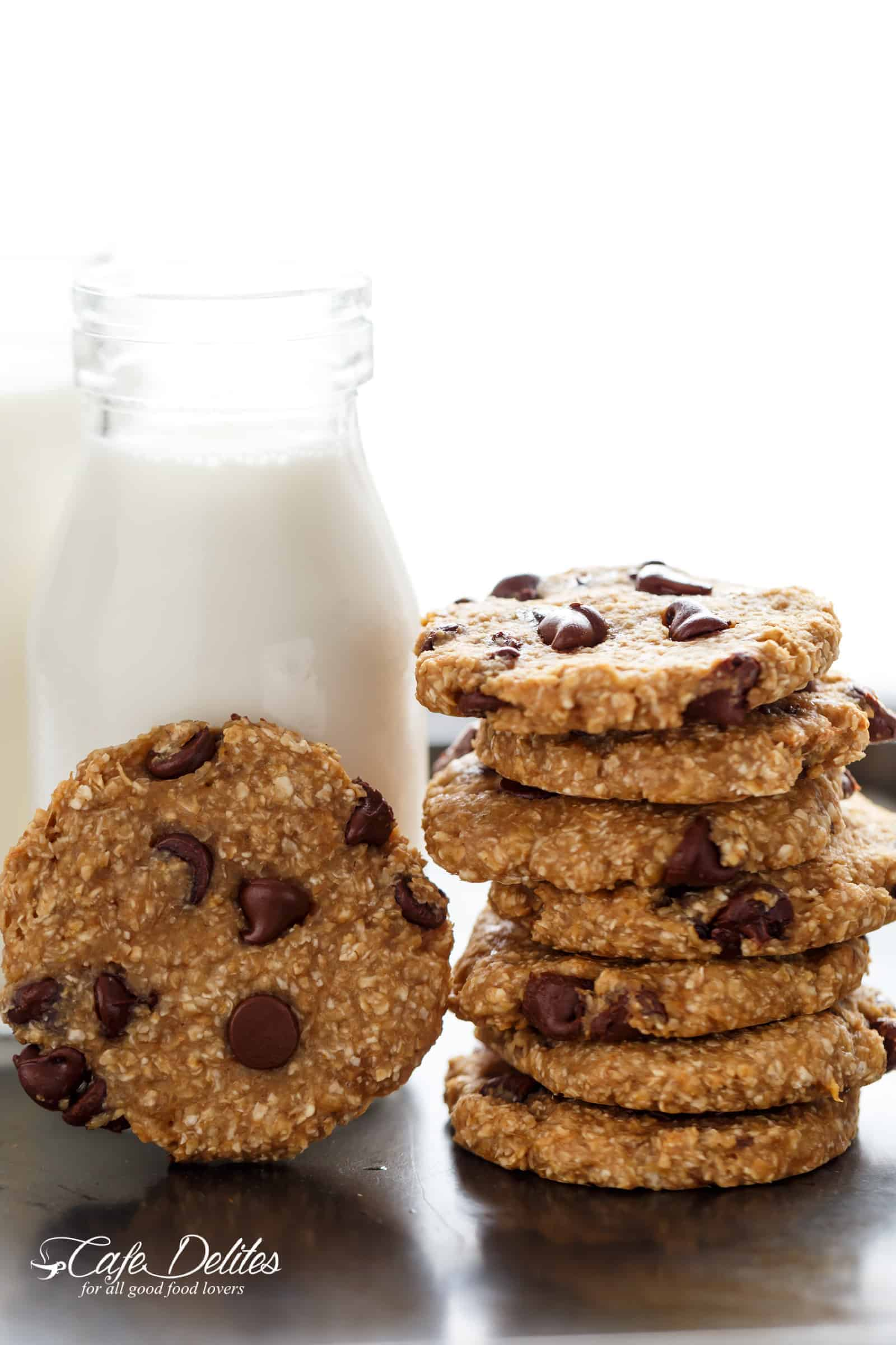 2-Ingredient Healthy Breakfast Cookies are super quick and easy to make! | https://cafedelites.com
