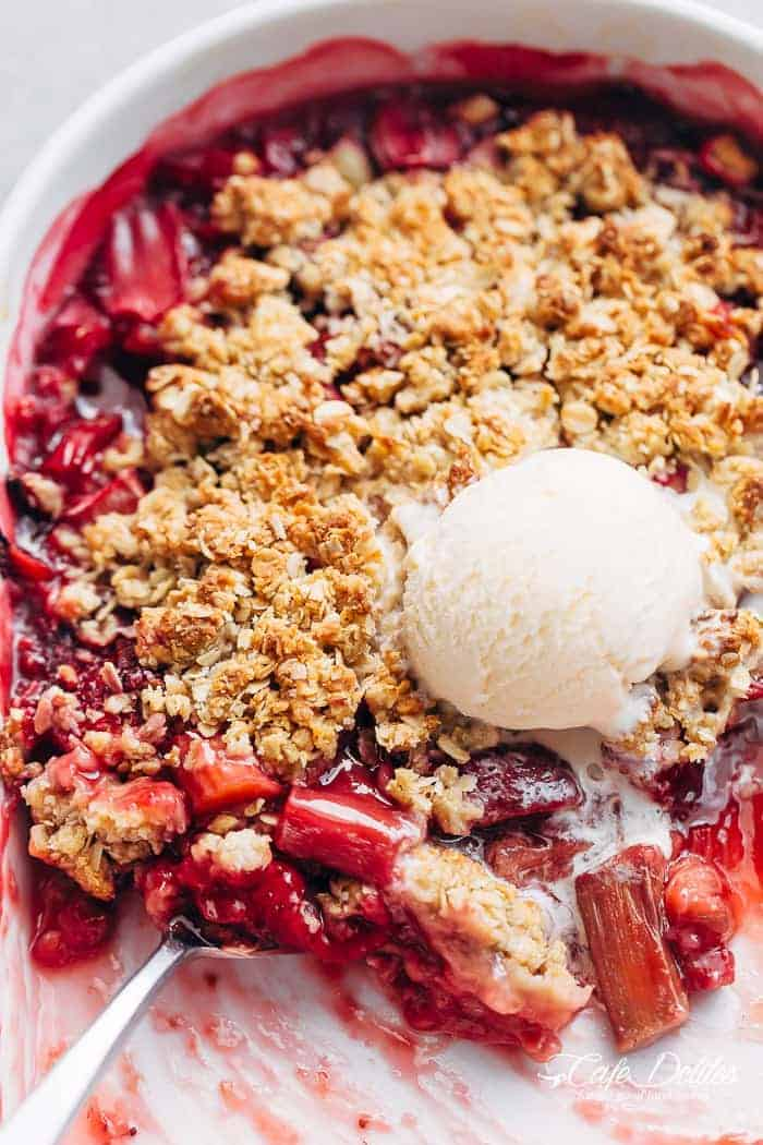 Strawberry Rhubarb Crisp (Crumble) | https://cafedelites.com