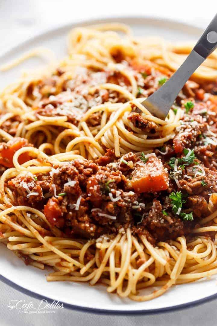Slow Cooker Bolognese Sauce | http://cafedelites.com