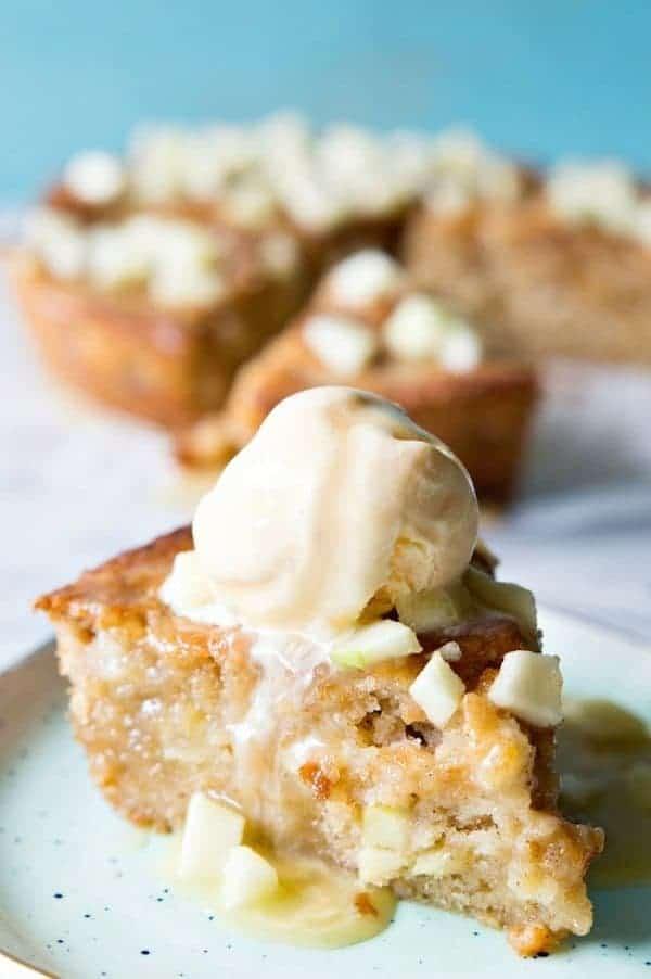 caramel-apple-skillet-cake