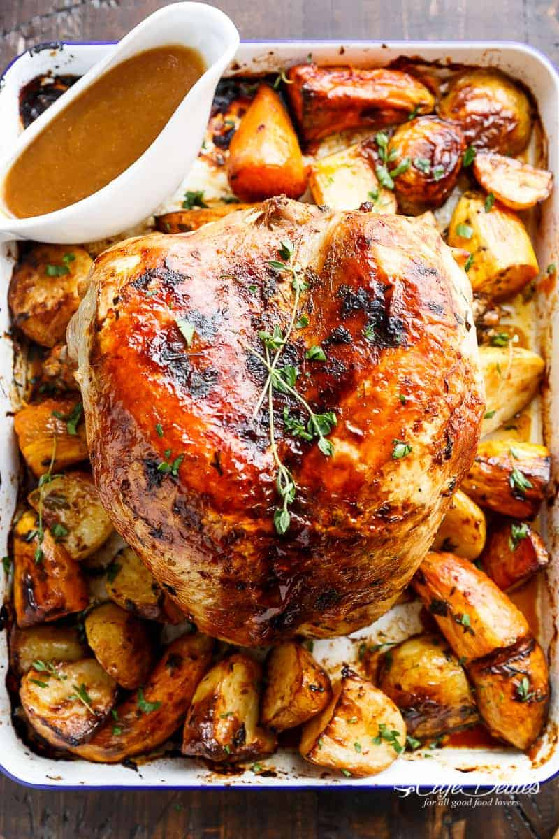 One Pan Juicy Herb Roasted Turkey & Potatoes With Gravy | http://cafedelites.com