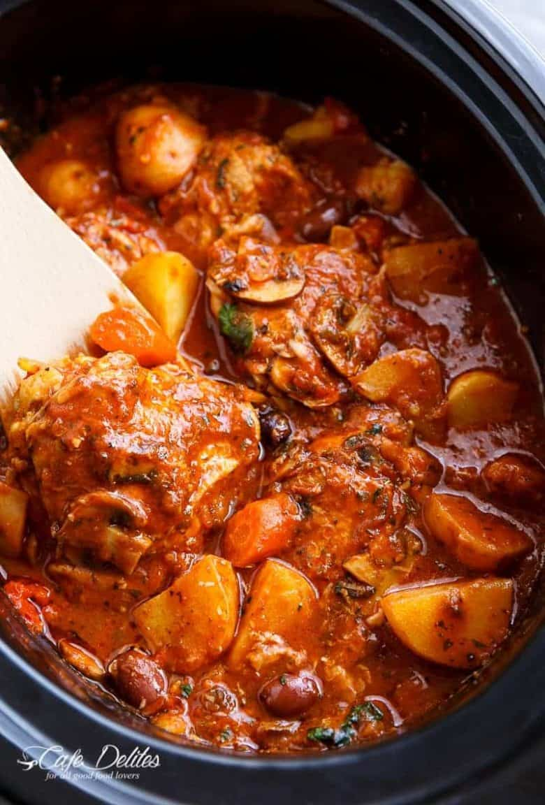 Slow Cooker Chicken Cacciatore | https://cafedelites.com