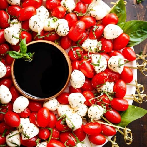 Caprese Salad Christmas Wreath is a festive and healthy appetiser for your Christmas table! | https://cafedelites.com