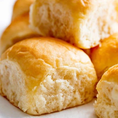Easy Soft Dinner Rolls is a simple recipe! No mixer needed, hardly ANY kneading, PLUS NO EGGS! Fluffy, soft and perfect dinner rolls!
