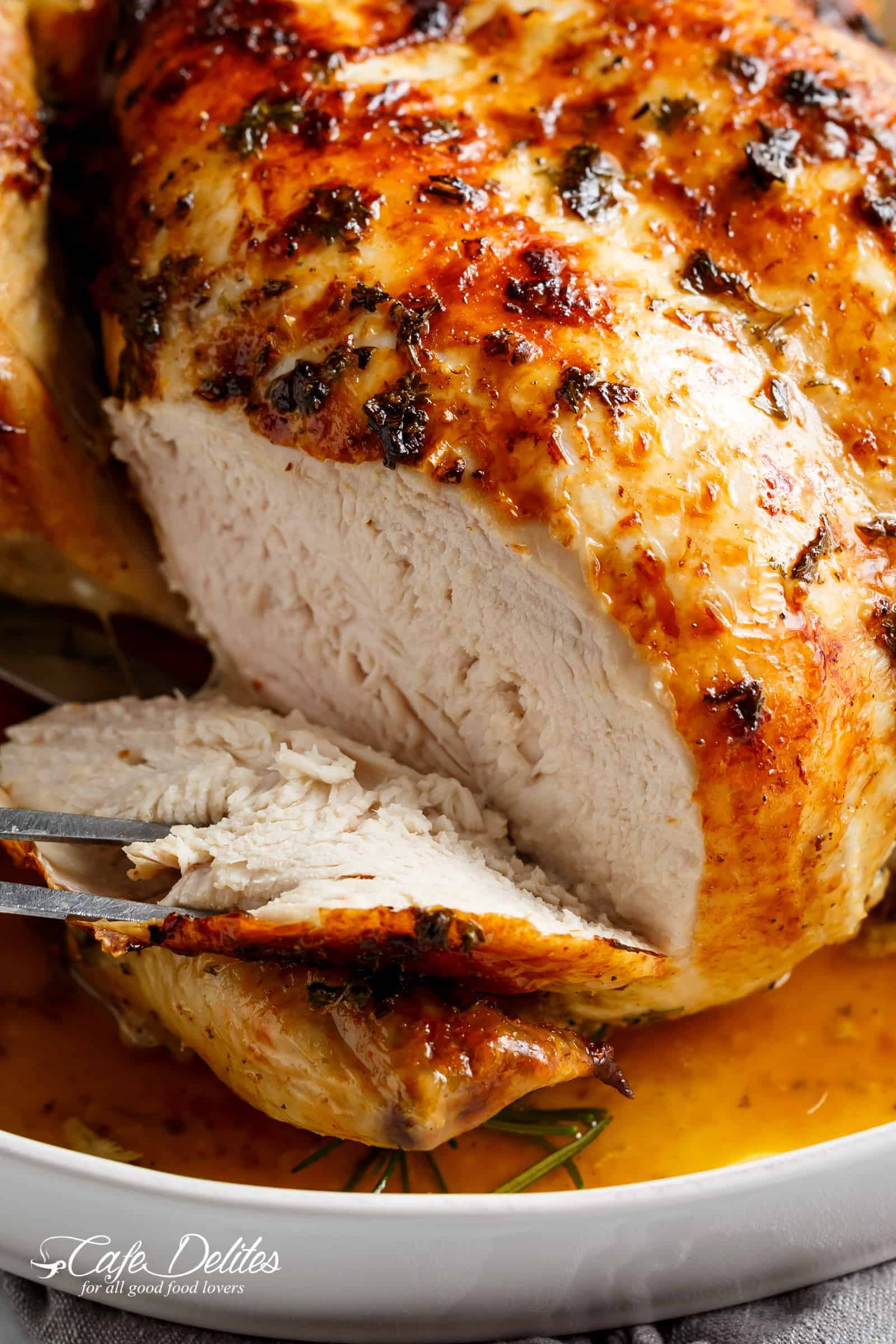 Nothing beats an easy to make and even easier to prepare roast chook! | cafedelites.com