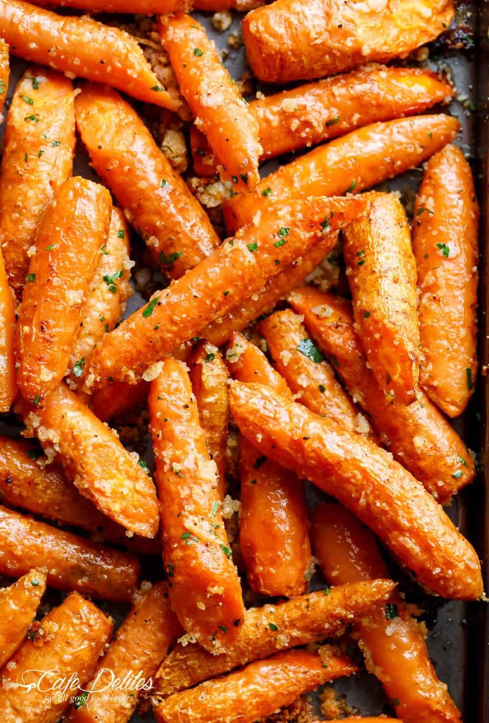 Garlic Parmesan Roasted Carrots | cafedelites.com