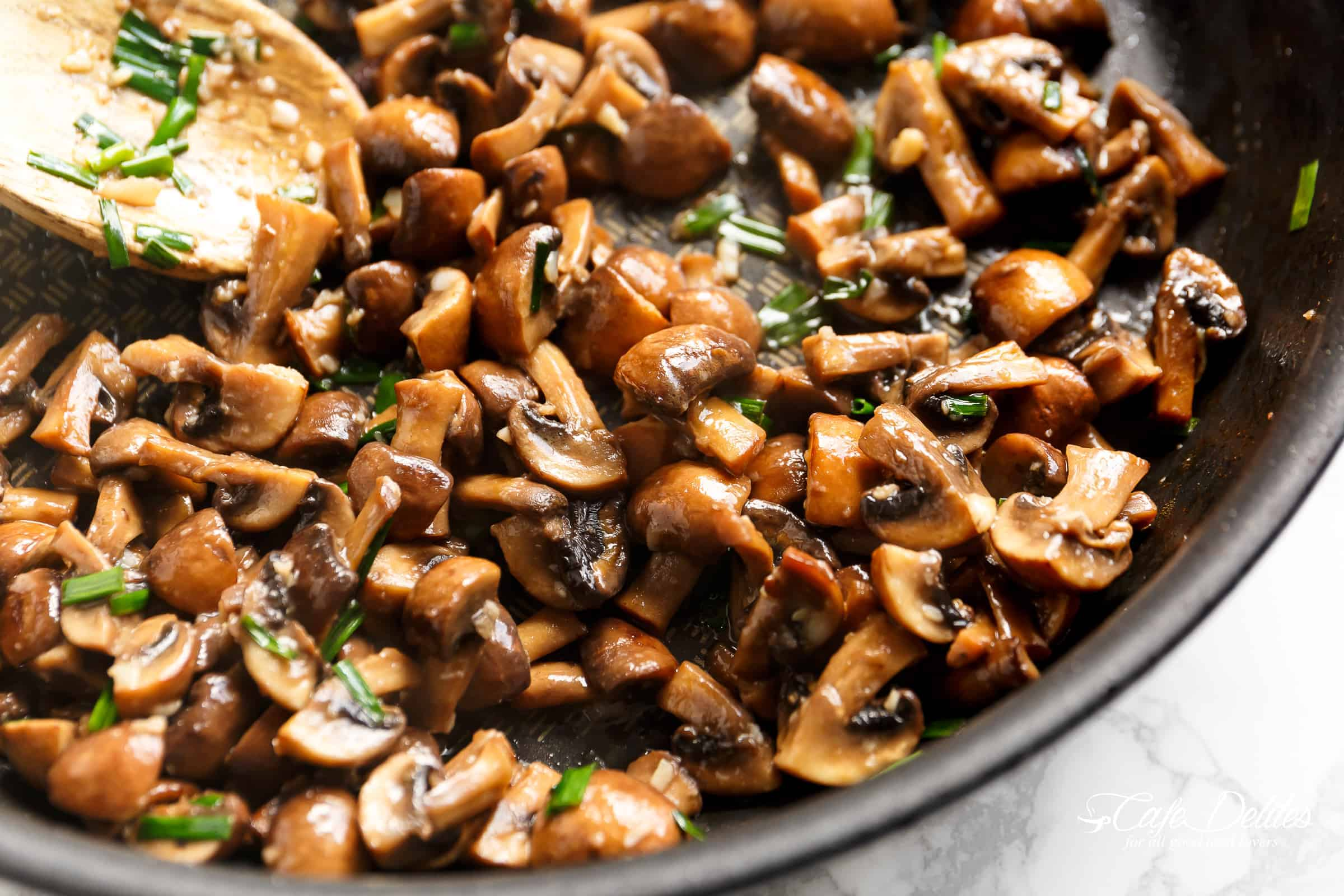 Garlic Butter Mushrooms | cafedelites.com