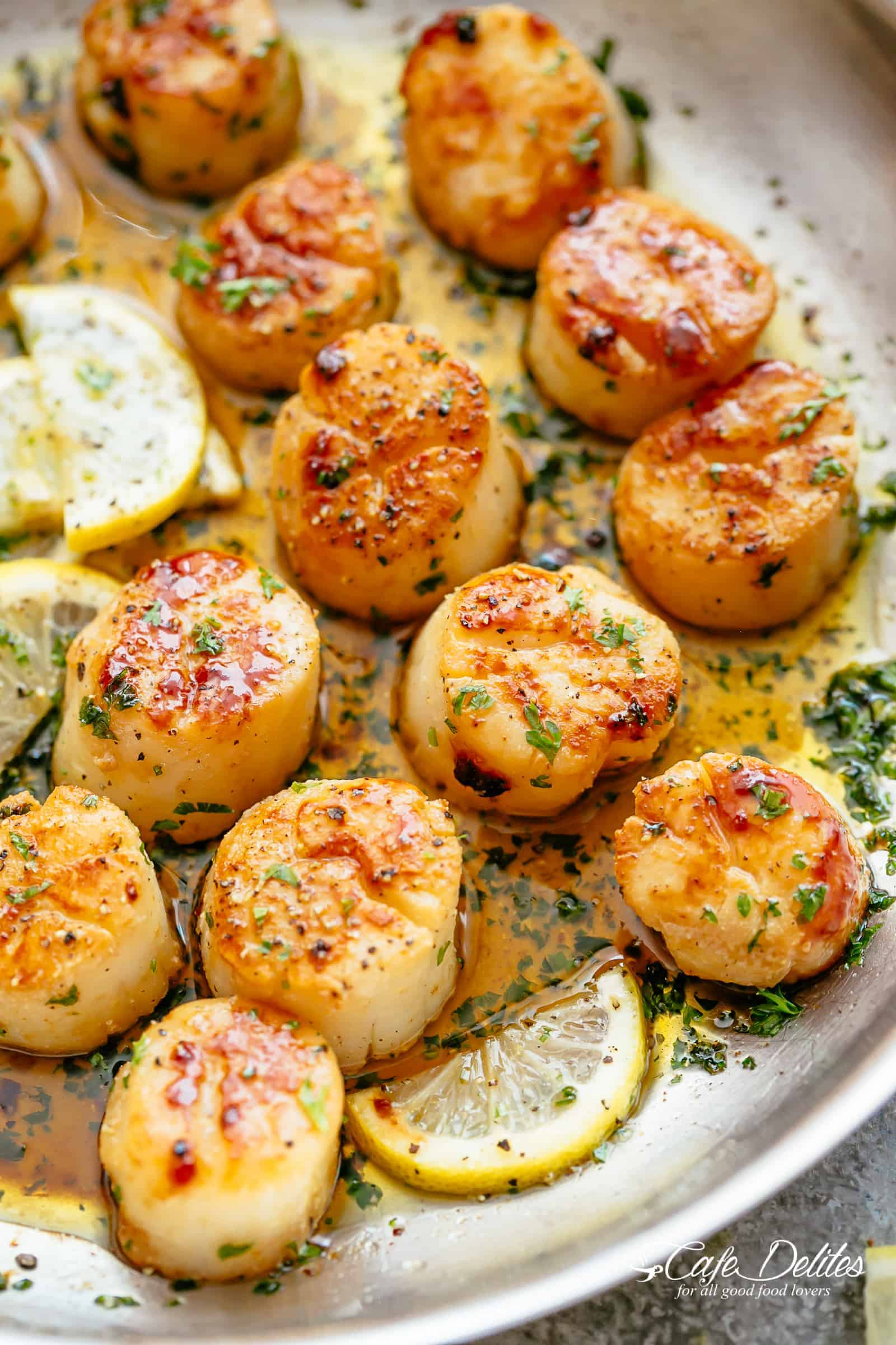 Lemon Garlic Butter Scallops | cafedelites.com