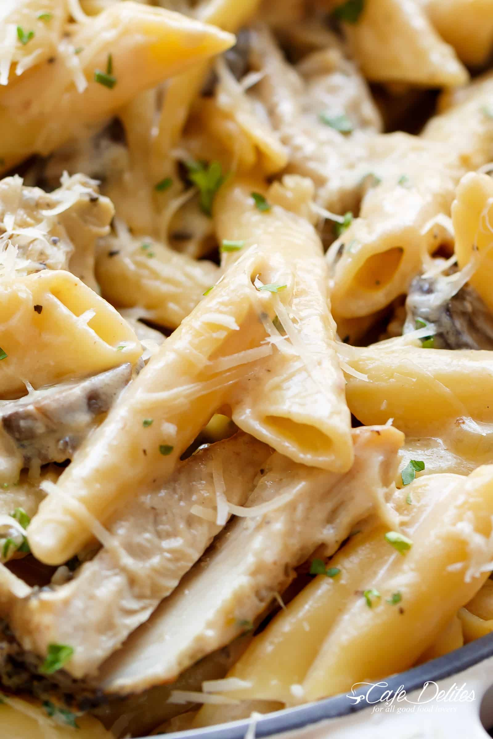 Creamy Garlic Parmesan Chicken Alfredo is all cooked in ONE POT! | cafedelites.com