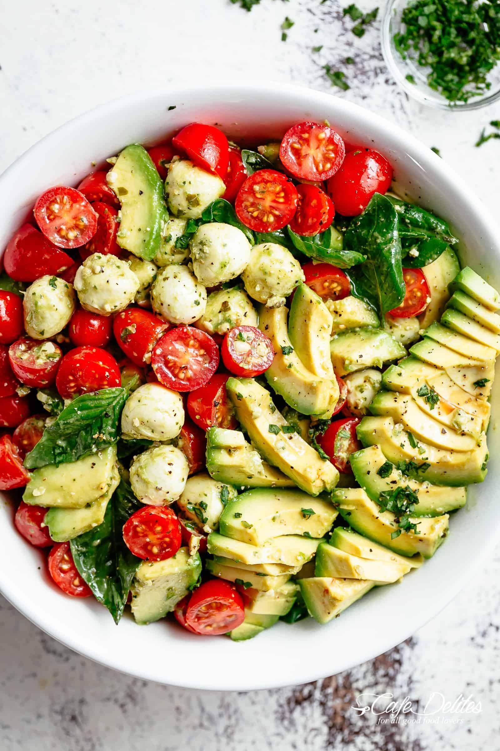 Simple Caprese Salad | cafedelites.com