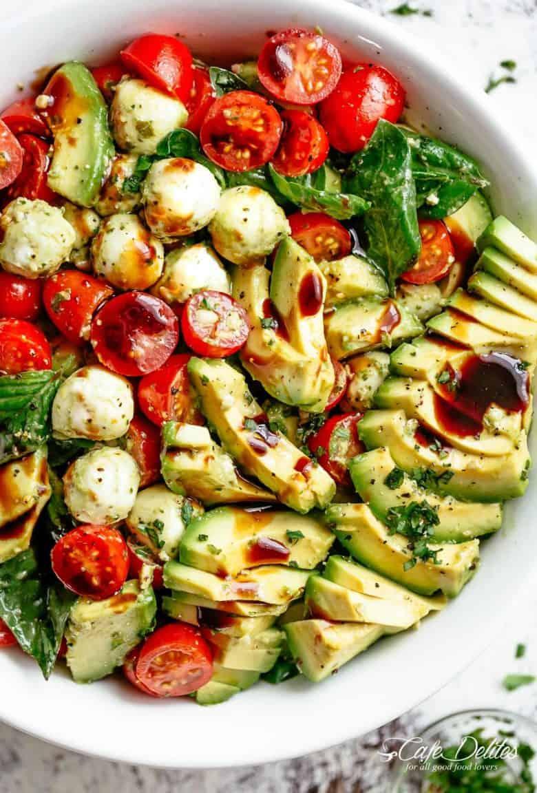 Avocado Caprese Salad | cafedelites.com