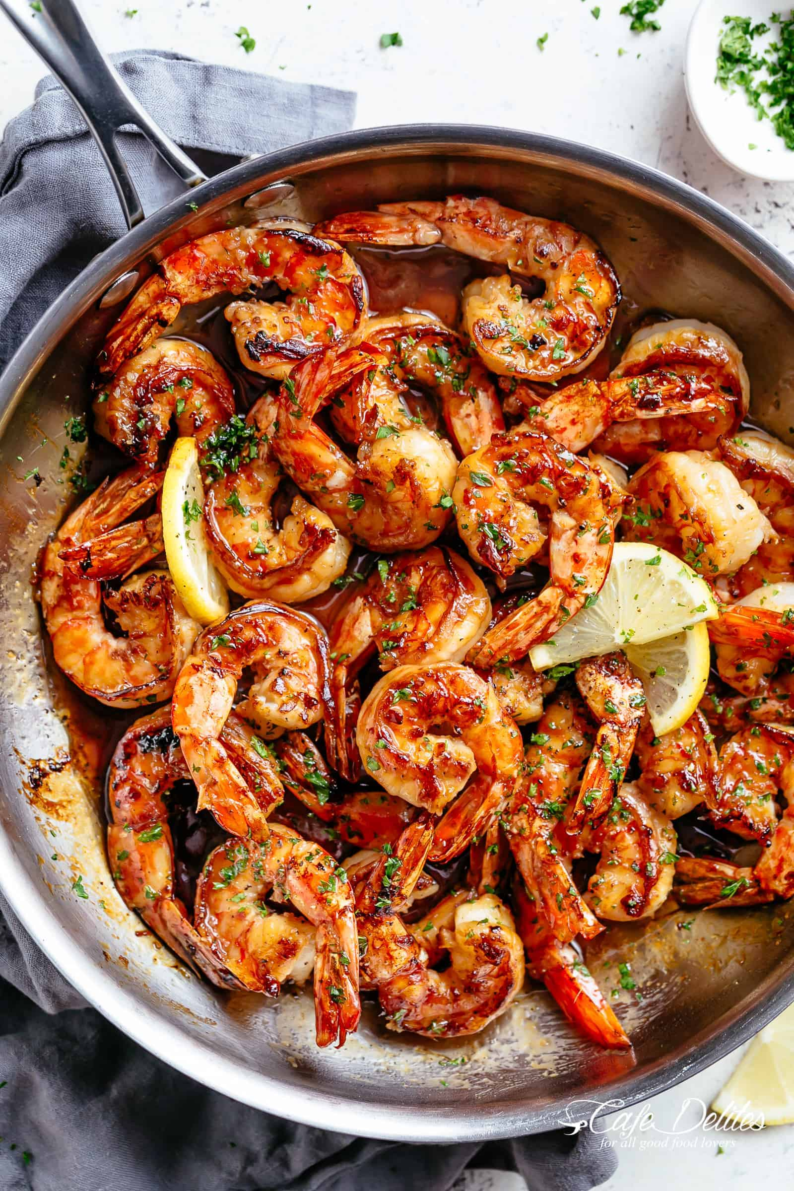 Seared Buttery Honey Garlic Shrimp coated in the best honey garlic butter sauce is a quick and simple shrimp recipe guaranteed to impress! This is the best shrimp recipe to hit your dinner table! Restaurant quality flavour ready in less than 10 minutes! No marinading needed! | cafedelites.com