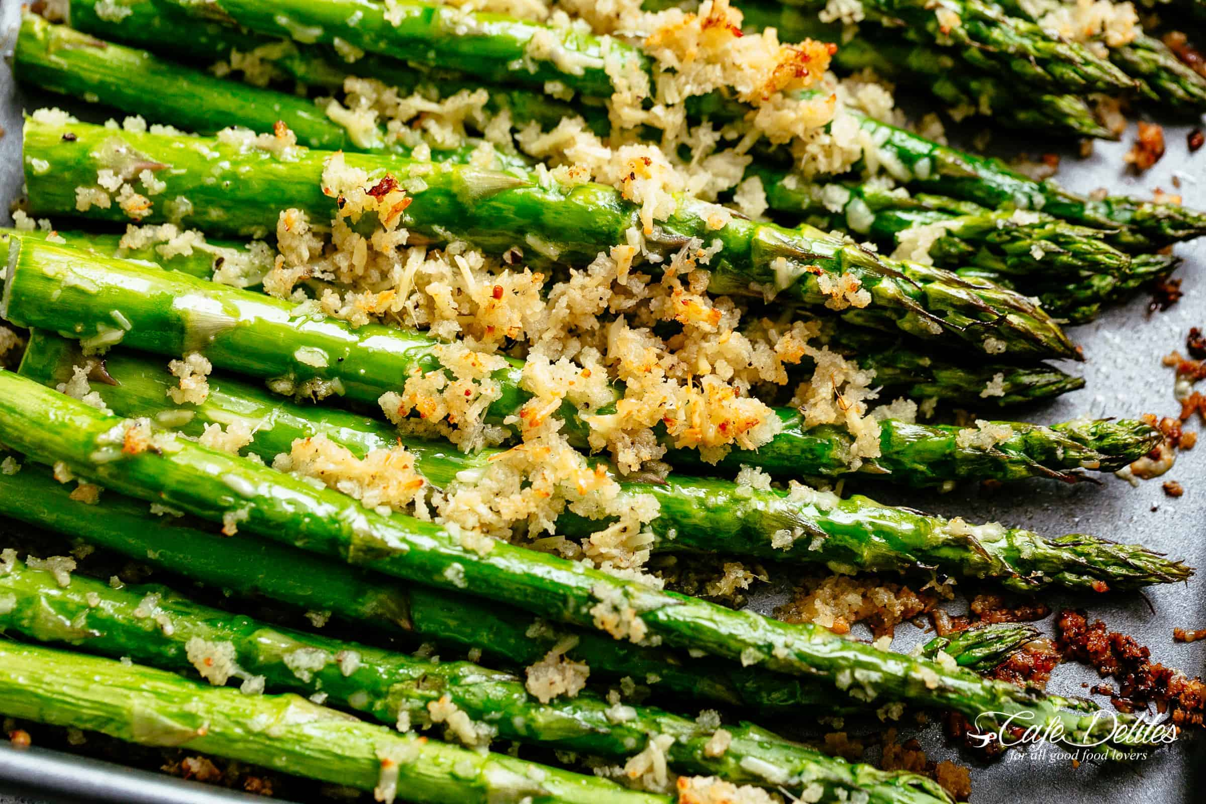 Garlic Butter Roasted Asparagus | cafedelites.com
