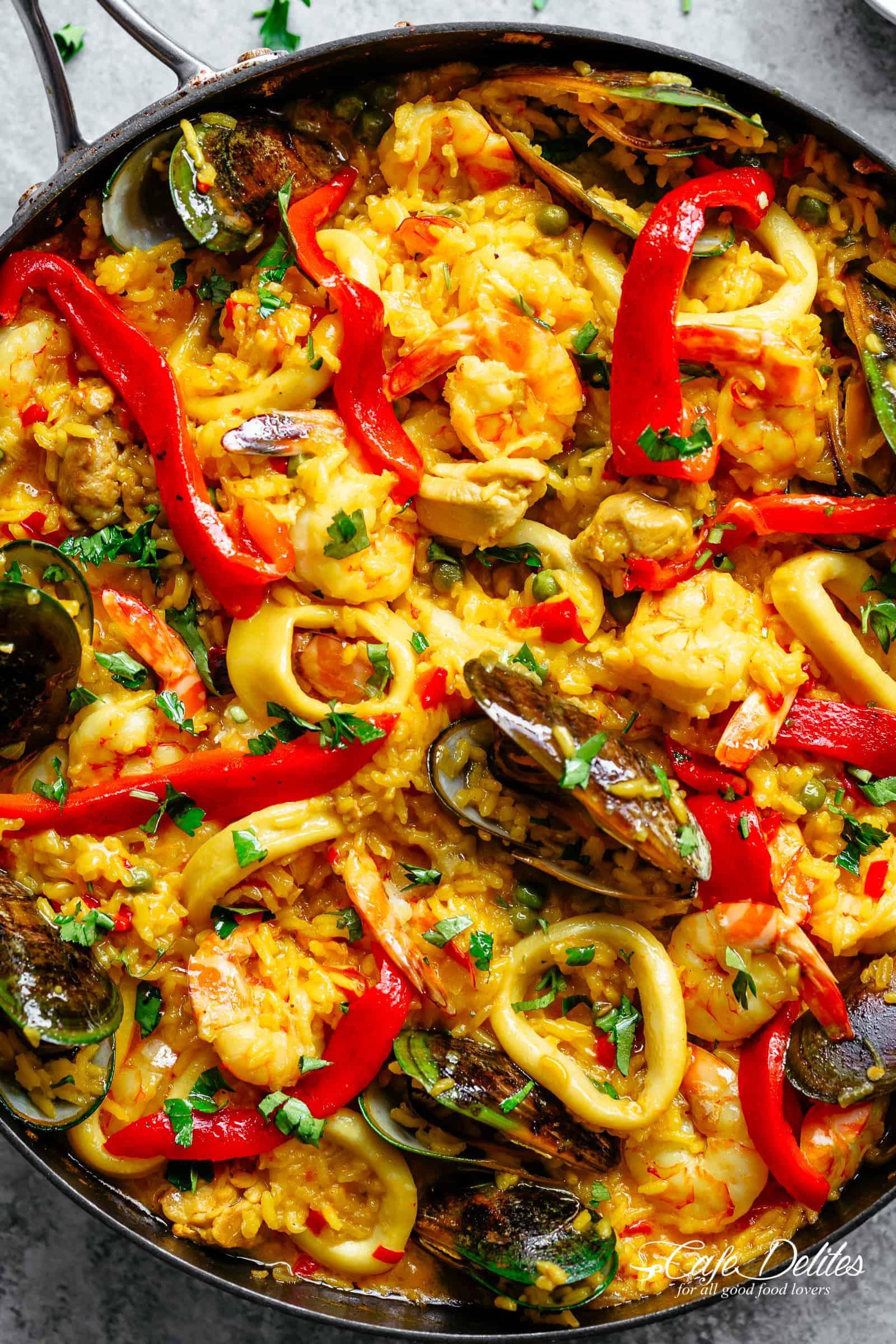 Classic Spanish Paella | https://cafedelites.com