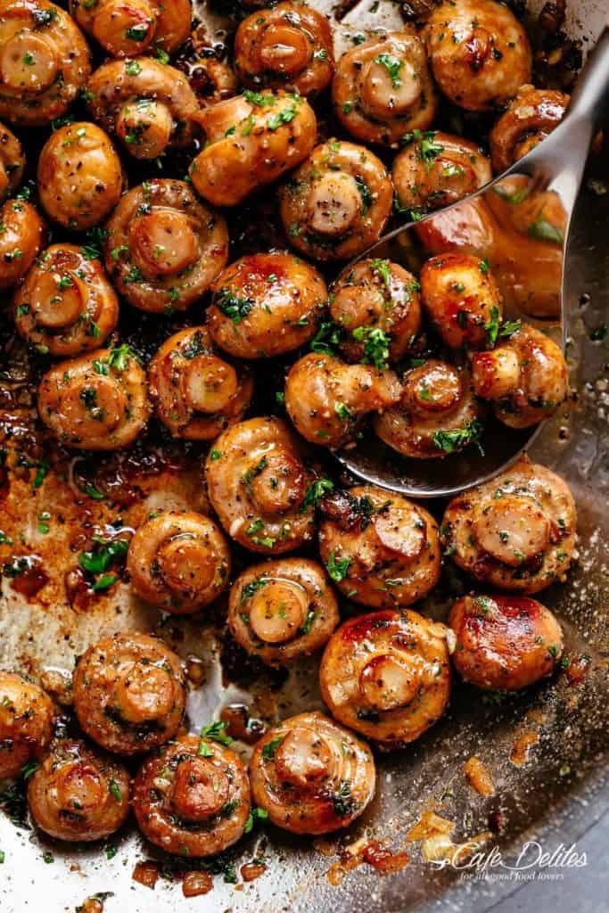 Garlic Mushrooms | cafedelites.com
