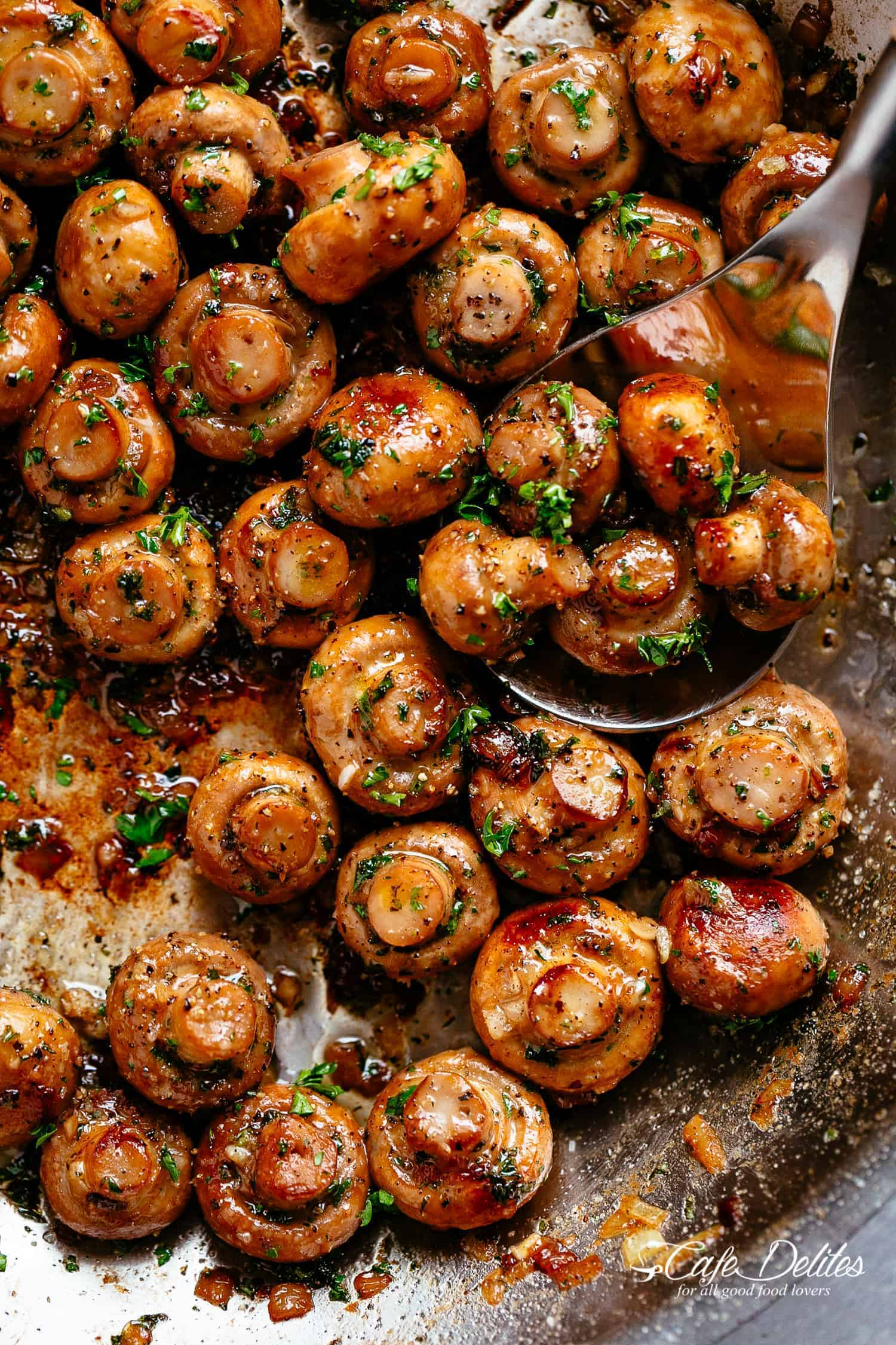 Garlic Mushrooms | cafedelites.com