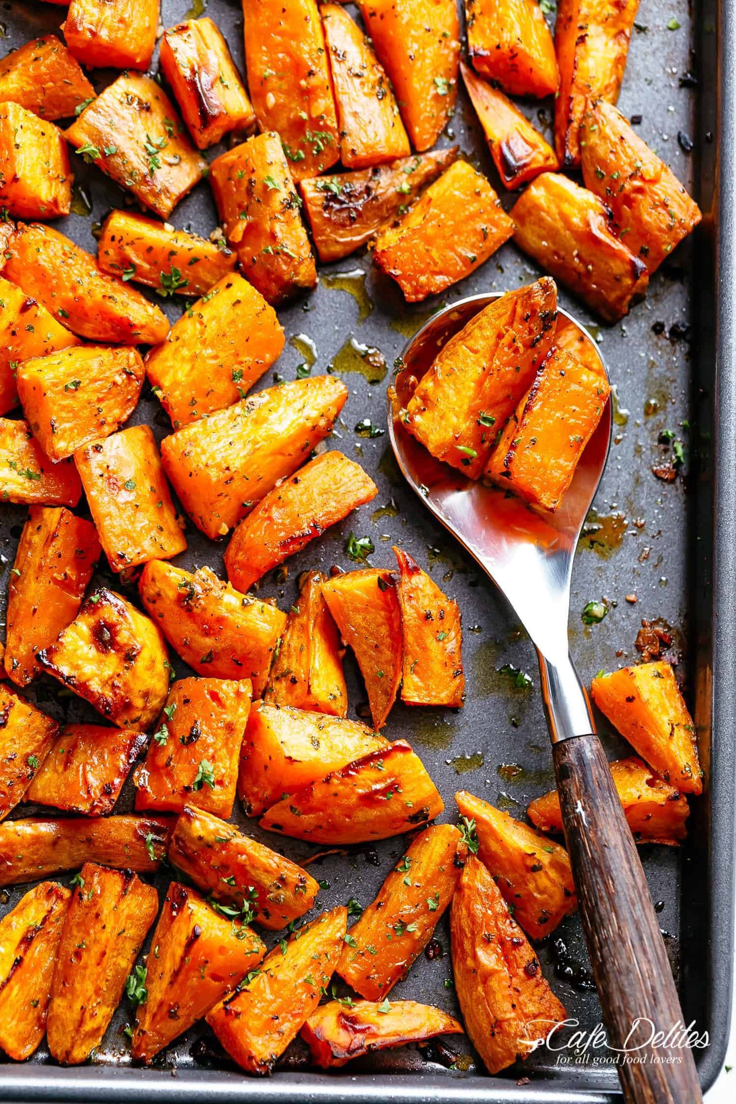 Easy Roasted Sweet Potatoes with only 5 ingredients!