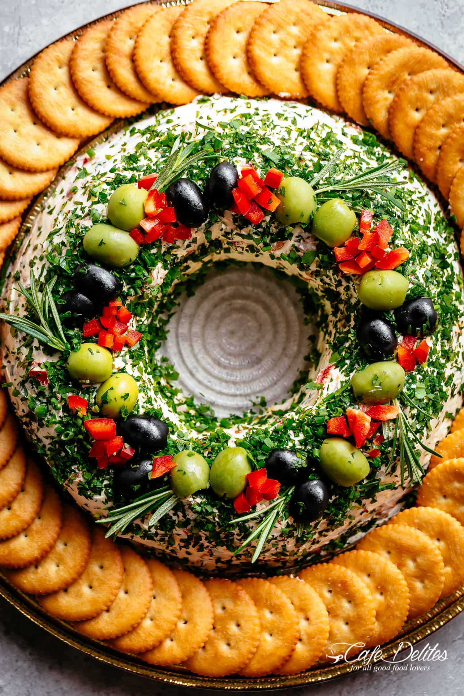 Christmas Bacon Cheese ball Wreath is a showstopper! Full of crispy bacon, cheese, chives and onions, this is a holiday masterpiece! | cafedelites.com