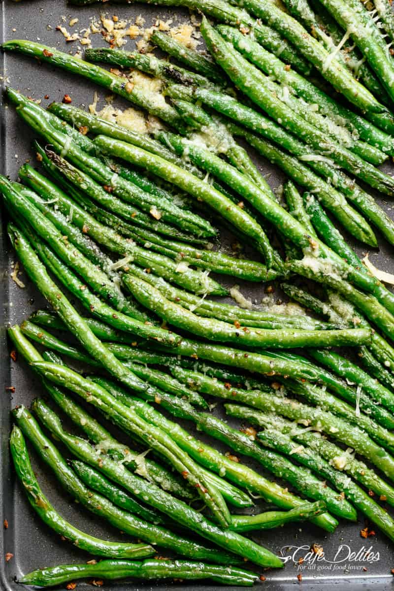 Easy Roasted Green Beans with incredible flavour make the best accompaniment to any main meal! Only 5 ingredients for the perfect side! | cafedelites.com