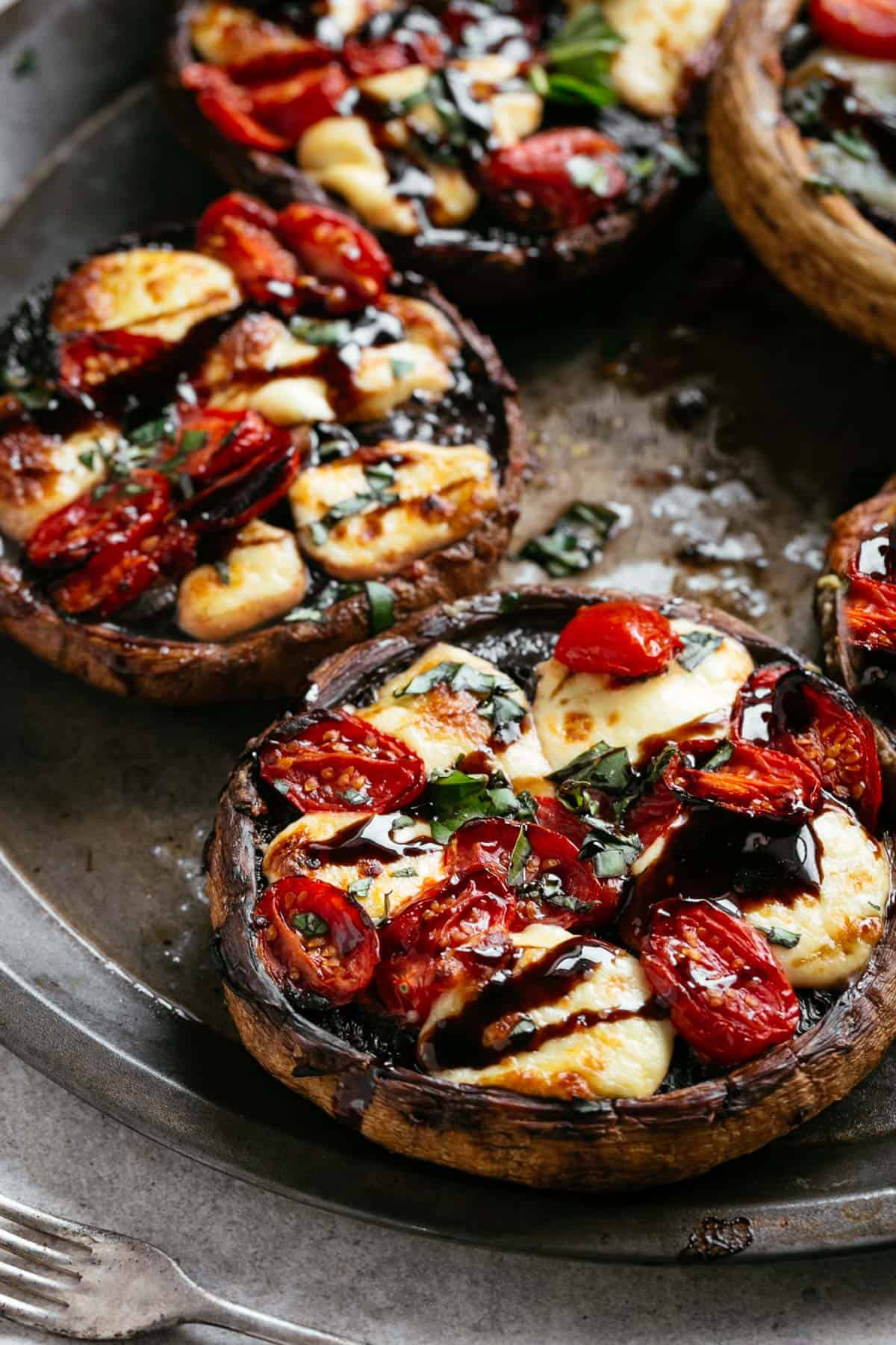 Caprese Stuffed Portobello Mushrooms | cafedelites.com