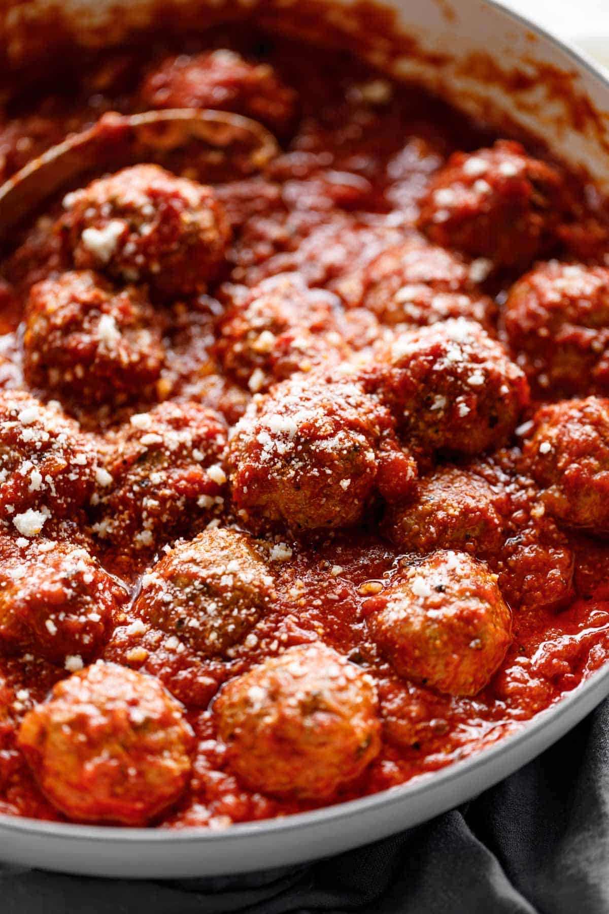 Easy Baked Meatballs in tomato marinara sauce | cafedelites.com